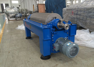 China Solid Bowl Decanter Centrifuge Speed Drum 4200 R/Min For Liquid Clarification factory